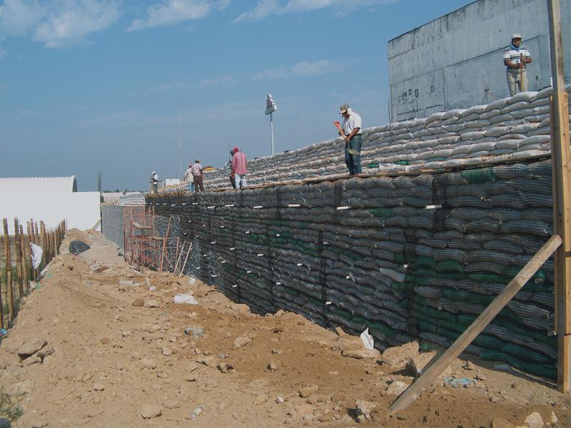 Muro de Contencin con acabado de mortero cementoarena ML Ingeniera